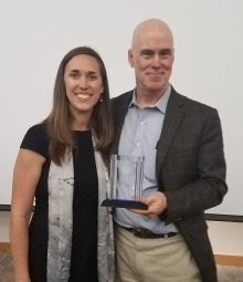 Dr. Ana Turner presents award to Dr. John Kern, 2018 Advocacy Day Speaker