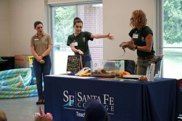 Santa Fe Teaching Zoo showing off animals